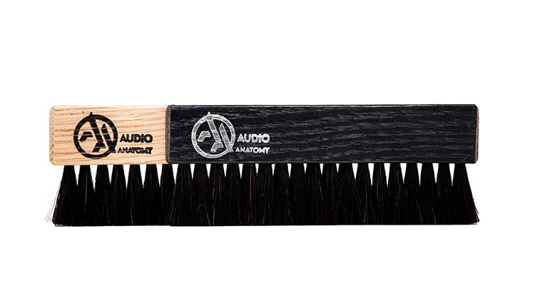 audio-anatomy_Vinyl-Brush_Oak-Wood-and-Goat-Hair-black_and-natural