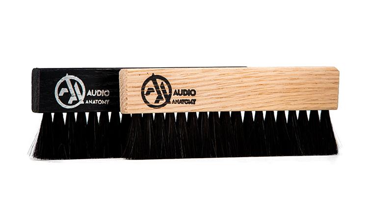 audio-anatomy_Vinyl-Brush_Oak-Wood-and-Goat-Hair-natural_and_black