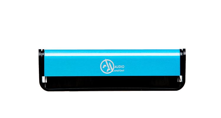 audio-anatomy_Vinyl-Brush_carbon-fibre-blue_product