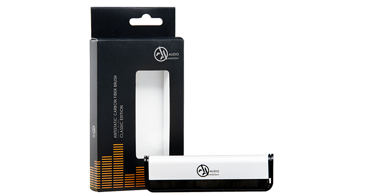 audio-anatomy_Vinyl-Brush_carbon-fibre-silver_product-and-packag